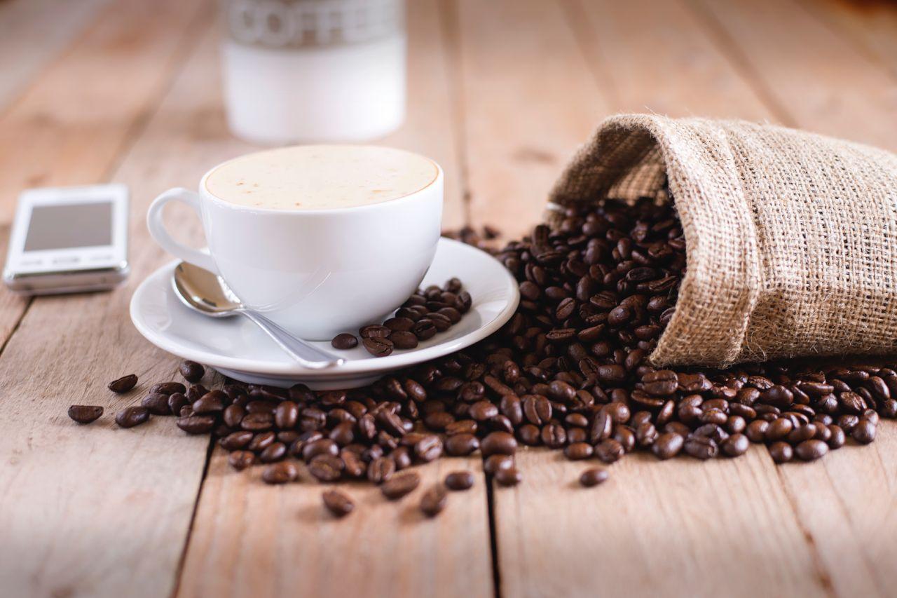 Vše, co potřebujete vědět o kávě: Druhy, rozdíly a návod, jak poznat dobrou kávu v kavárně